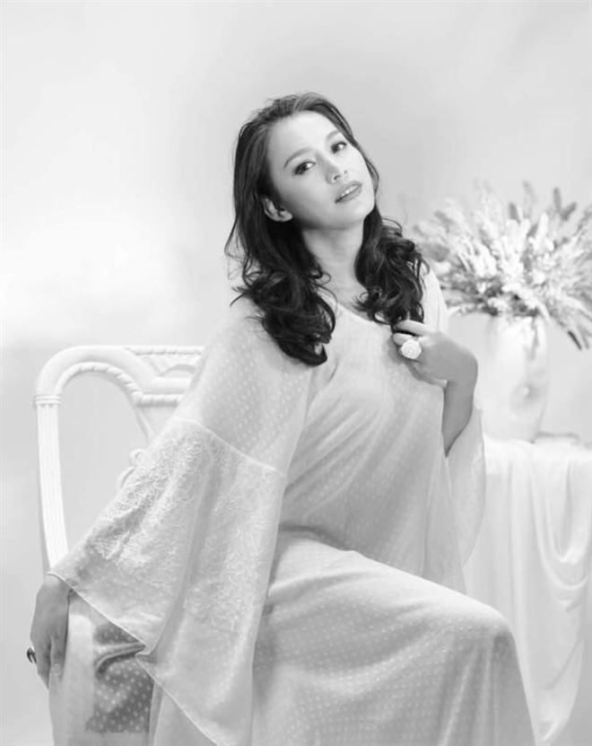 Hoa hậu Ngọc Khánh: U50, tóc bạc vẫn cuốn hút ánh nhìn - 6