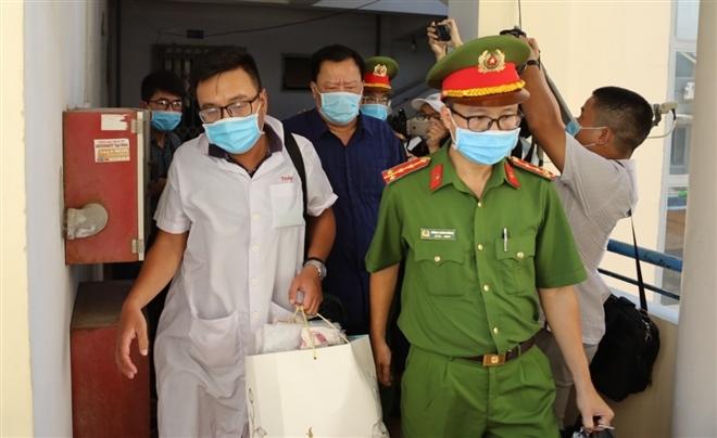 Nguyên Phó Chủ tịch Khánh Hòa nhập viện trước khi bị bắt giam - 1
