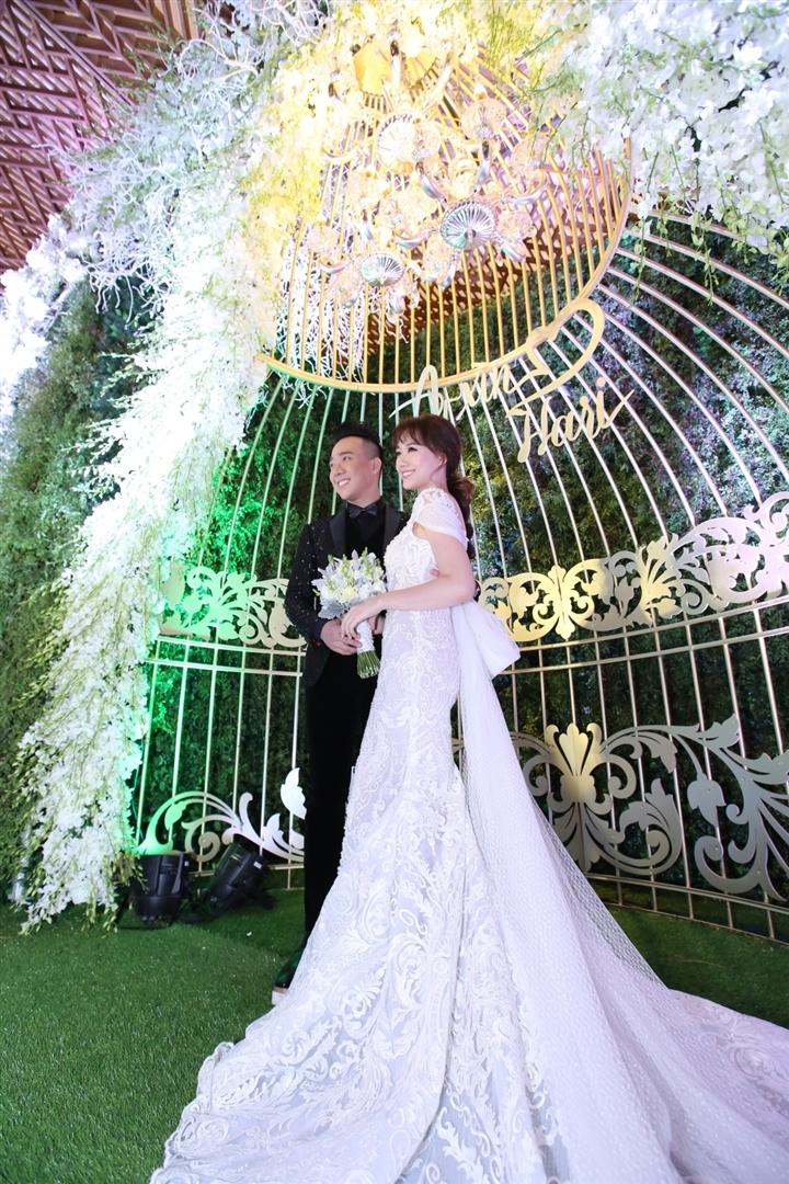 6 đám cưới xa xỉ bậc nhất Vbiz: Sắm cả màn hình lớn để cổ vũ tuyển Việt Nam - 12