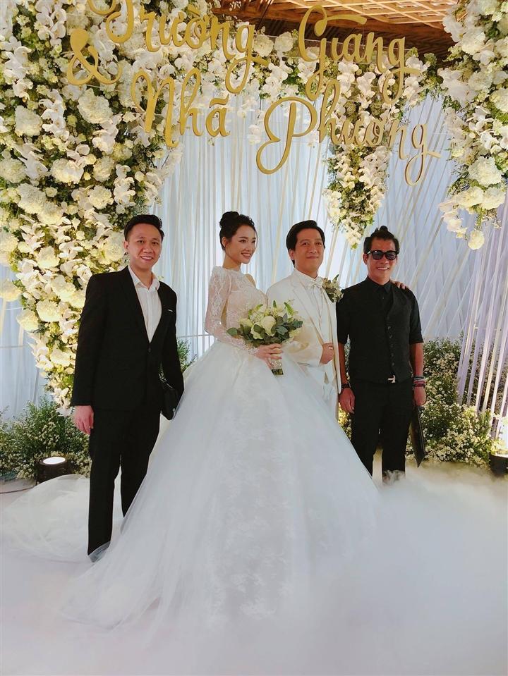 6 đám cưới xa xỉ bậc nhất Vbiz: Sắm cả màn hình lớn để cổ vũ tuyển Việt Nam - 5