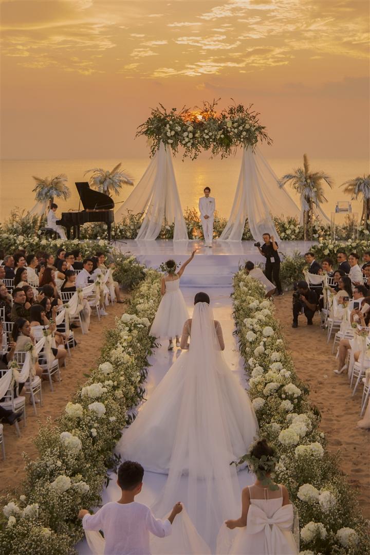 6 đám cưới xa xỉ bậc nhất Vbiz: Sắm cả màn hình lớn để cổ vũ tuyển Việt Nam - 2