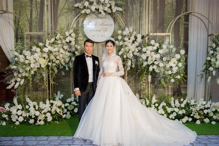 6 đám cưới xa xỉ bậc nhất Vbiz: Sắm cả màn hình lớn để cổ vũ tuyển Việt Nam - 10