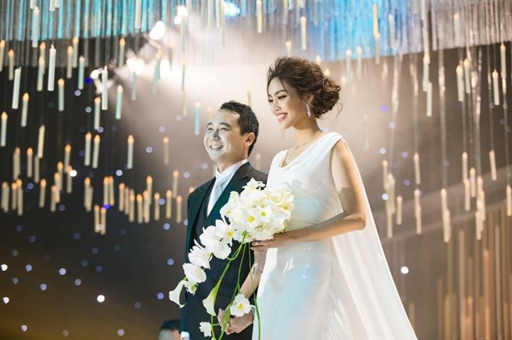 6 đám cưới xa xỉ bậc nhất Vbiz: Sắm cả màn hình lớn để cổ vũ tuyển Việt Nam - 8