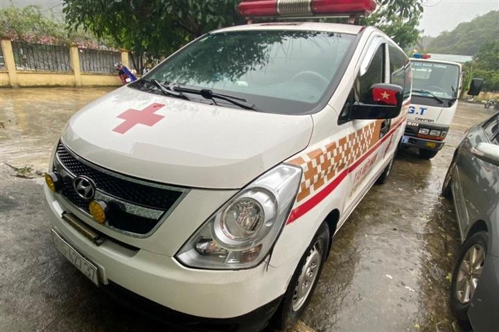 Phát hiện xe cứu thương hú còi ưu tiên chở 12 người ở Bắc Ninh đi Sơn La - 1
