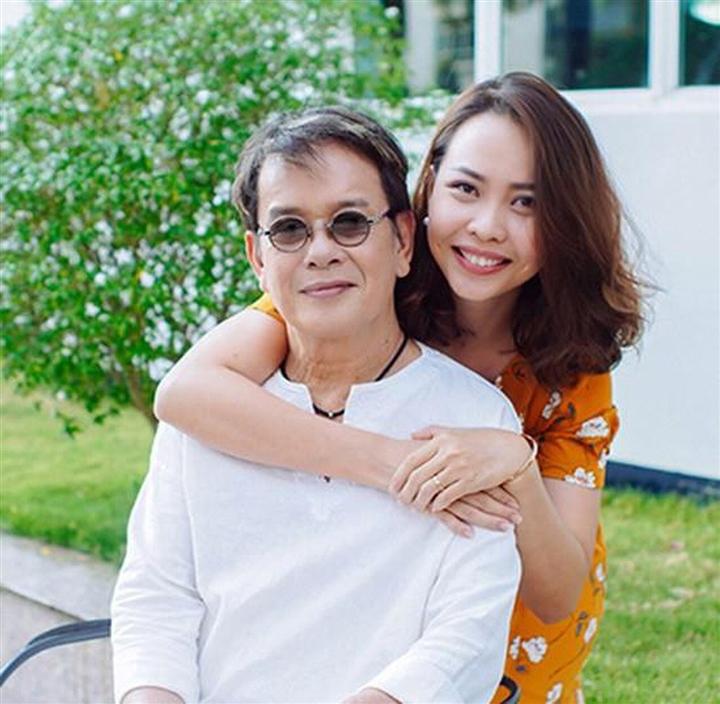 Những cuộc hôn nhân 'đũa lệch' của Vbiz: Cách 44 tuổi vẫn hạnh phúc như thường - 5