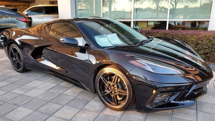 sieu-xe-Chevrolet-Corvette-Stingray-2021-gia-59.900-USD