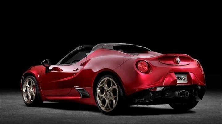 sieu-xe-oto-Alfa-Romeo-4C-Spider-2021-gia-79.995-USD