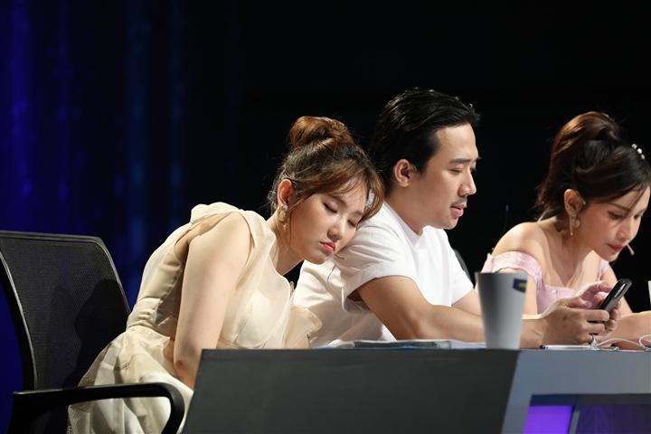 Hari Won 'bóc mẽ' chồng: Trấn Thành miệng nói hay chứ trái tim yếu lắm - 1