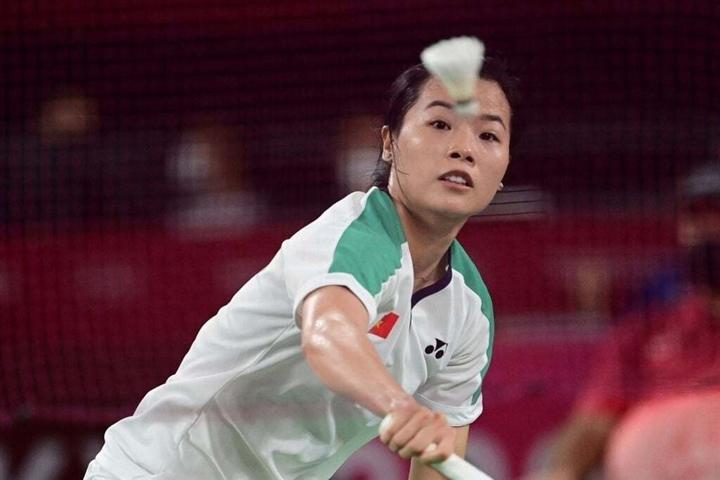Thua tay vợt số 1 thế giới, 'hot girl' cầu lông Thùy Linh vẫn nhận mưa lời khen - 2