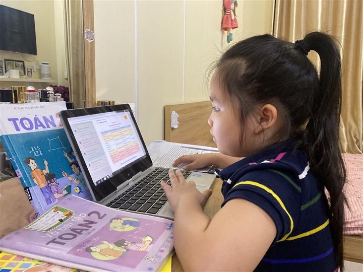 Học sinh tiểu học tại Hà Nội kiểm tra học kỳ trực tuyến thế nào? - 1