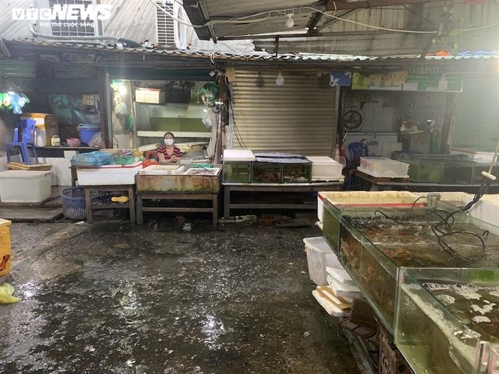 Hà Nội: Hải sản dành cho nhà giàu giảm giá kỷ lục vẫn ế ẩm - 3