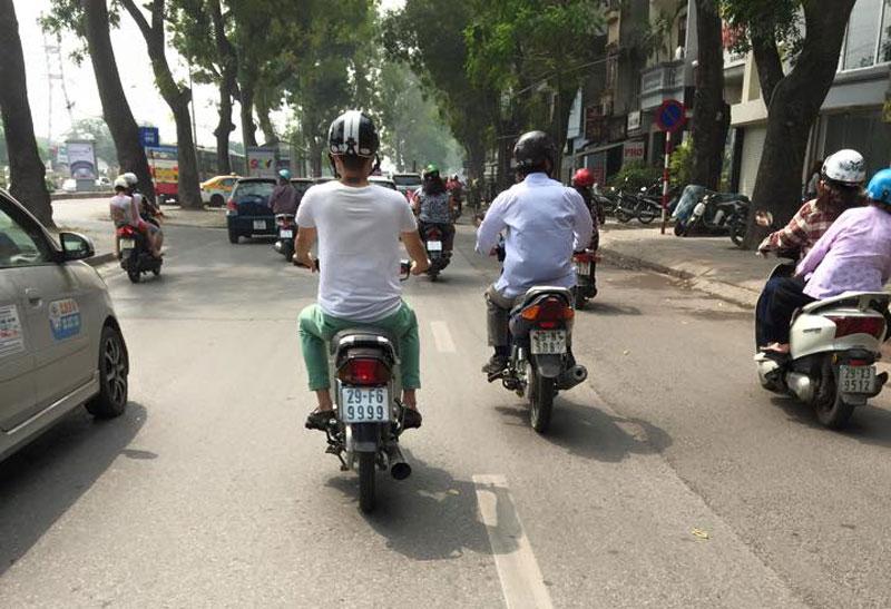 Ngam dan Honda Dream so huu 'sieu bien so' hinh anh 5