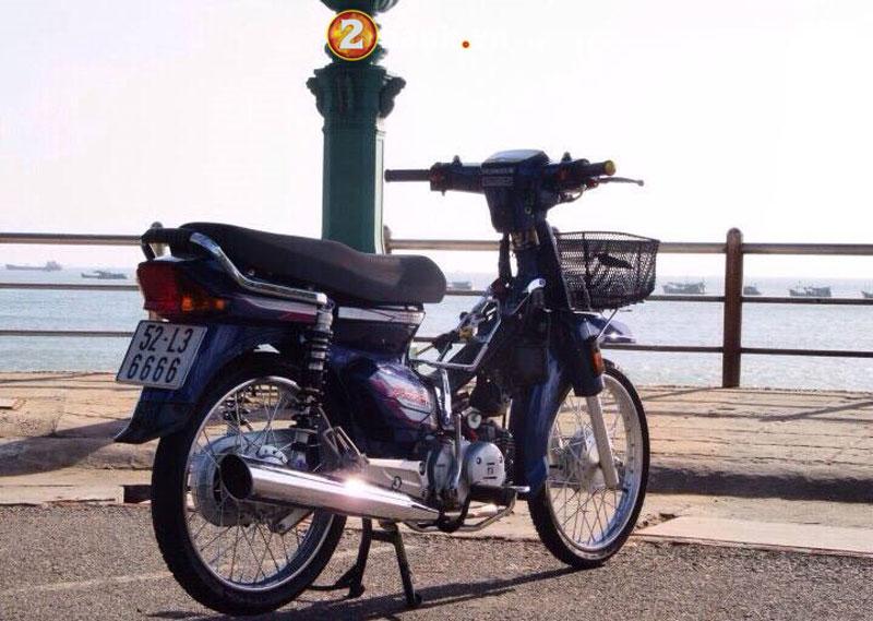 Ngam dan Honda Dream so huu 'sieu bien so' hinh anh 7