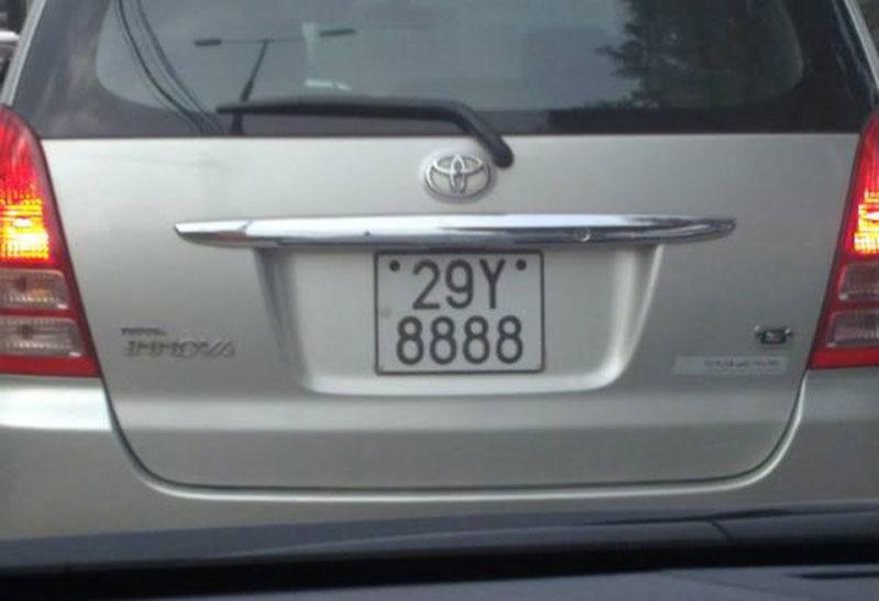 'Lac mat' truoc dan xe Toyota bien so sieu dep hinh anh 5