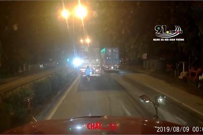 Chiêu dùng sơn đen đáp trả xe container độ đèn gây chói