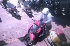 Màn bẻ khóa trộm xe SH chưa đến 2 giây ngay giữa phố Hà Nội