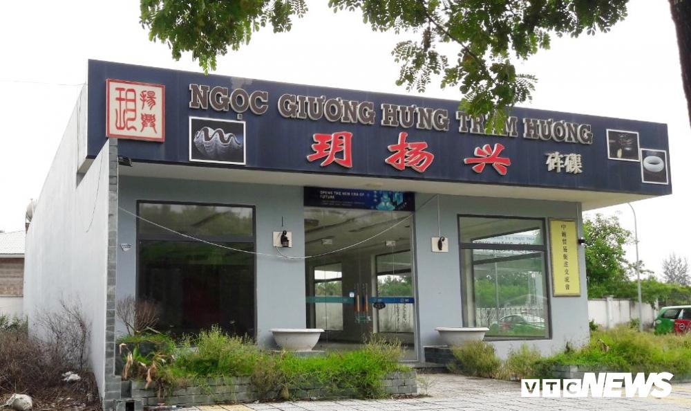 Can canh 'pho nguoi Hoa' sat San bay Nuoc Man Da Nang hinh anh 7