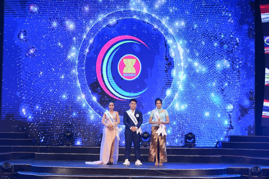Thi sinh Malaysia gianh giai Nhat cuoc thi 'Tieng hat ASEAN+3' nam 2019 hinh anh 9