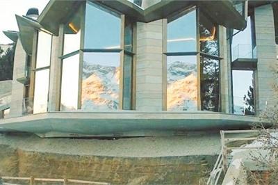 'Đột nhập' biệt thự 7 tầng dát vàng siêu sang dưới lòng đất