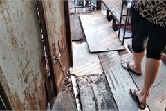 Video: Cận cảnh chung cư 'nhún mạnh là sập' ở TP.HCM