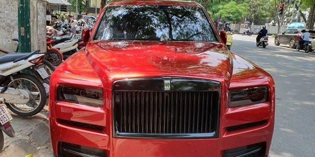 Rolls-Royce Cullinan màu đỏ độc về VN liên tục đổi diện mạo
