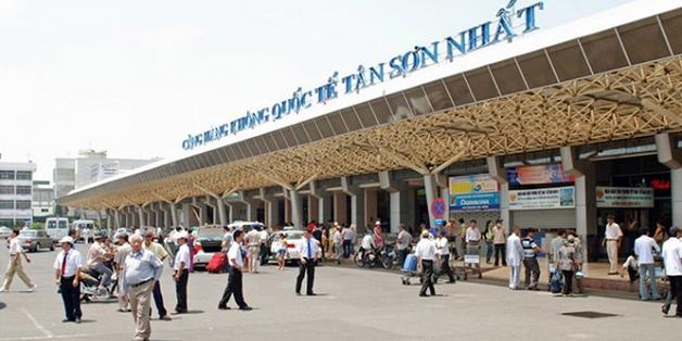 Hành khách nghi ngáo đá trốn trong nhà vệ sinh sân bay Tân Sơn Nhất