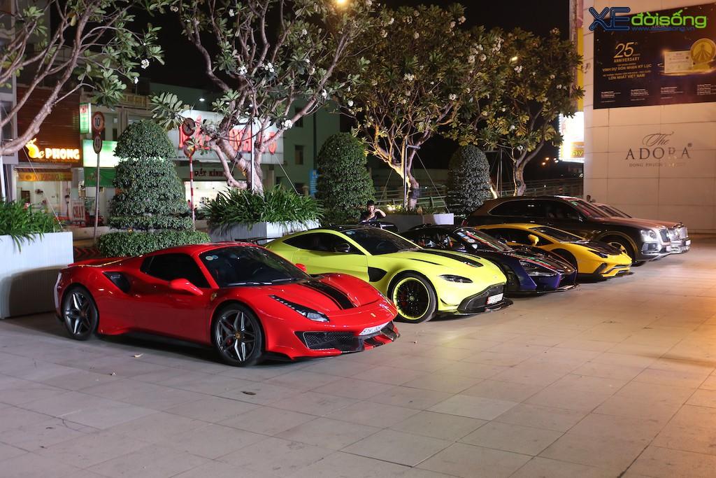 """Dàn siêu xe """"khủng"""" trăm tỷ của đại gia ngành thẩm mỹ mừng tiệc cuối năm, bao gồm siêu phẩm McLaren độc nhất Việt Nam ảnh 5"""