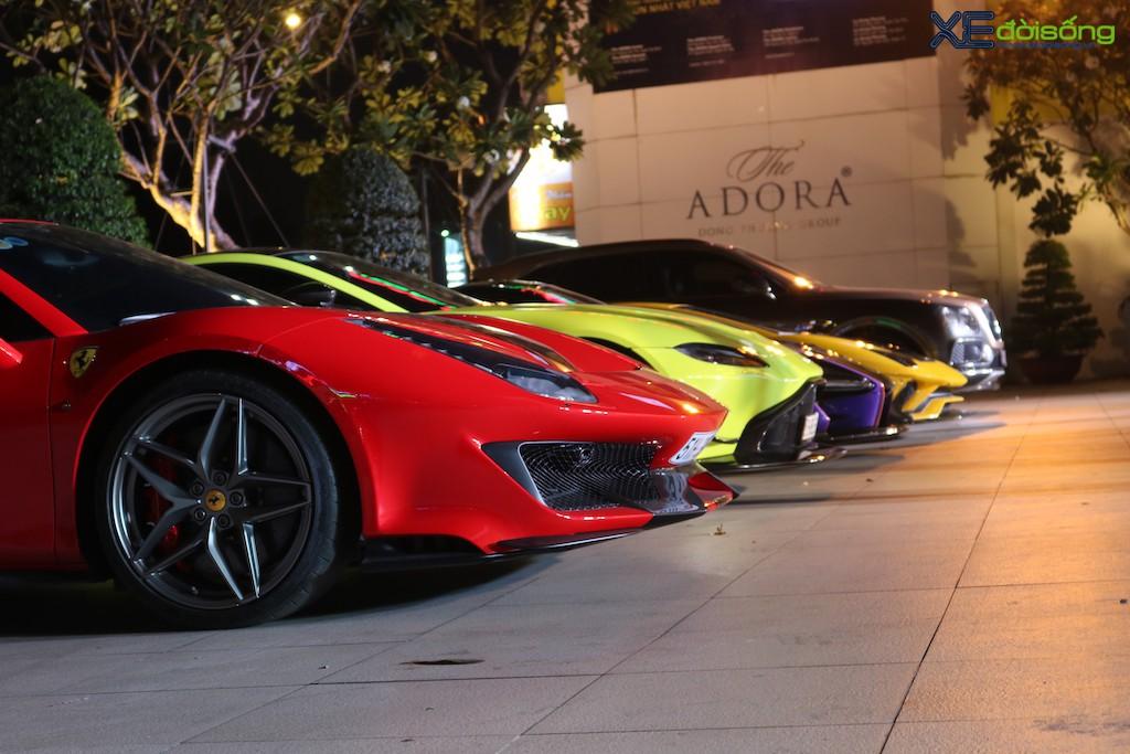 """Dàn siêu xe """"khủng"""" trăm tỷ của đại gia ngành thẩm mỹ mừng tiệc cuối năm, bao gồm siêu phẩm McLaren độc nhất Việt Nam ảnh 8"""