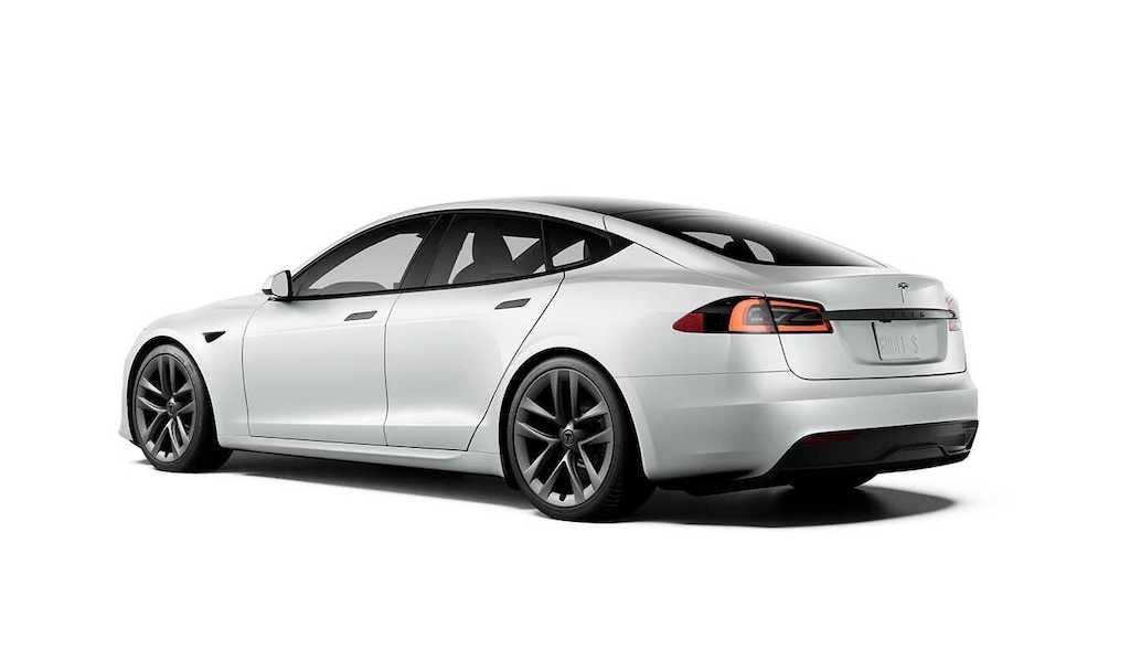 """Từng là người tiên phong làm cách mạng xe điện, Tesla Model S lại """"gây sốc"""" vì vô-lăng quái dị ảnh 3"""