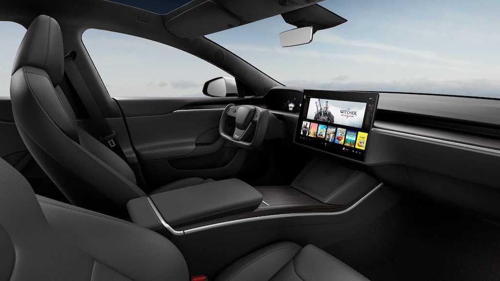 """Từng là người tiên phong làm cách mạng xe điện, Tesla Model S lại """"gây sốc"""" vì vô-lăng quái dị ảnh 6"""