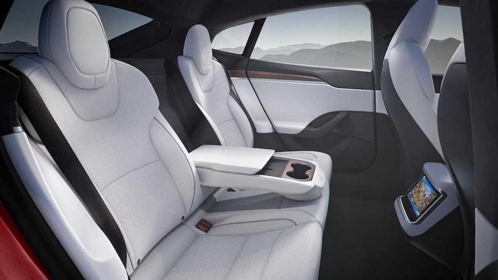 """Từng là người tiên phong làm cách mạng xe điện, Tesla Model S lại """"gây sốc"""" vì vô-lăng quái dị ảnh 7"""