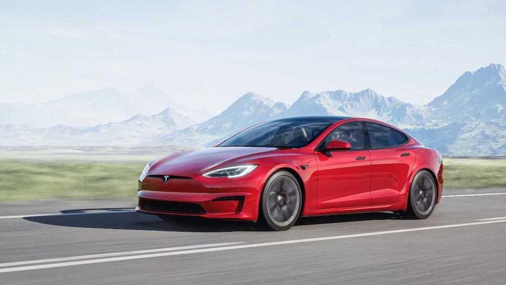 """Từng là người tiên phong làm cách mạng xe điện, Tesla Model S lại """"gây sốc"""" vì vô-lăng quái dị ảnh 10"""