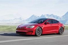 """Từng là người tiên phong làm cách mạng xe điện, Tesla Model S lại """"gây sốc"""" vì vô-lăng quái dị"""