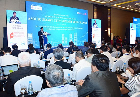 Phát triển đô thị thông minh phải luôn lấy người dân làm trung tâm