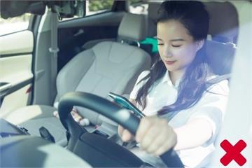 Nhắn tin khi đang lái xe: Nguy hiểm khó lường