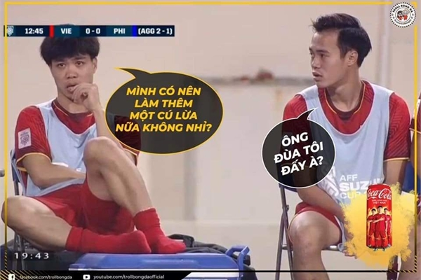 """Dân mạng hài hước chế ảnh Công Phượng """"cắn móng tay"""" ở ghế dự bị trong trận Việt Nam - Philippines"""