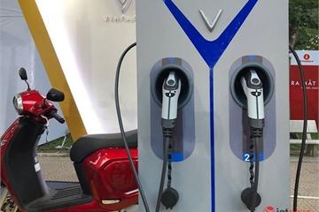 VinFast bắt tay VNPost, xây trạm sạc cho xe máy điện đến tận bưu cục tuyến xã