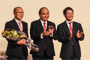 HLV Park dùng 100.000 USD tiền thưởng cho người nghèo và bóng đá Việt