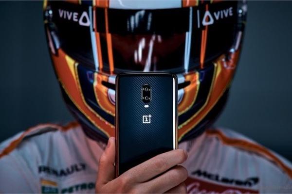 """6 smartphone có sức mạnh """"đỉnh"""" nhất hiện nay"""
