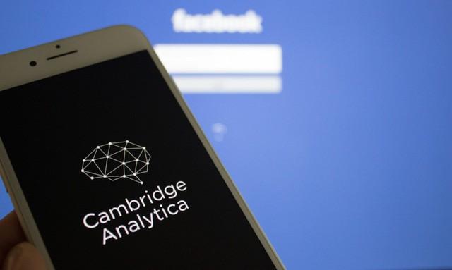 Bê bối nối đuôi nhau, Facebook biến Mark Zuckerberg thành tỷ phú mất nhiều tiền nhất của năm - Ảnh 1.