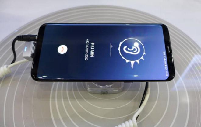 Smartphone nam 2019 cua Samsung se khong co loa thoai? hinh anh 1