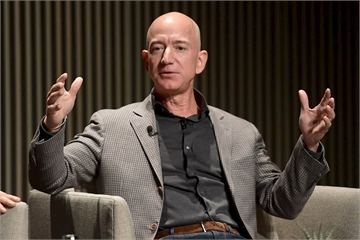 Báo lá cải dọa tung ảnh giật gân giữa ông chủ Amazon và người tình tin đồn
