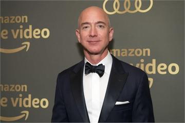 CEO Amazon có quan hệ tình cảm với phụ nữ có gia đình?