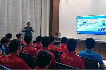 Thầy Park nhắc nhở học trò phải thực hiện nghiêm luật thi đấu với công nghệ VAR