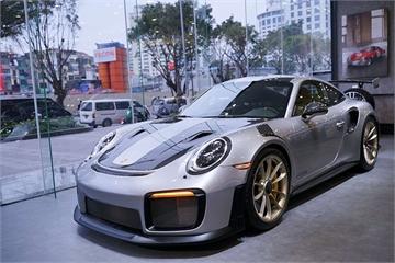 Ngắm bộ đôi xe thể thao tiền tỷ Porsche 911 GT2 RS và 718 Cayman