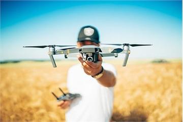Sân bay Dubai đóng cửa khẩn cấp vì drone xuất hiện