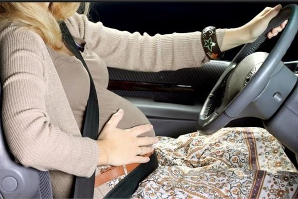 Bí kíp để các bà bầu lái xe an toàn