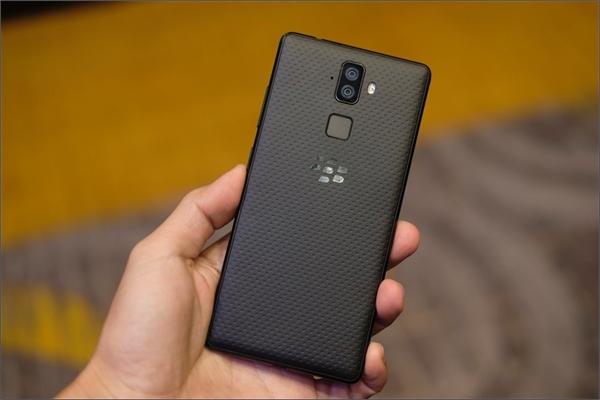 Hình ảnh, video chi tiết BlackBerry Evolve mới ra mắt thị trường Việt Nam, giá 7,99 triệu đồng
