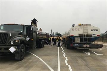 Dàn xe chuyên dụng nạp nhiên liệu máy bay đoàn Tổng thống Trump