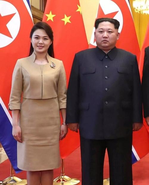 Nhan sắc yêu kiều của nữ ca sĩ là phu nhân ông Kim Jong Un, biểu tượng thời trang Triều Tiên - Ảnh 1.